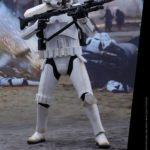 Rogue One – 1/6th Stormtrooper Jedha Patrol (TRU Exclu) par Hot Toys