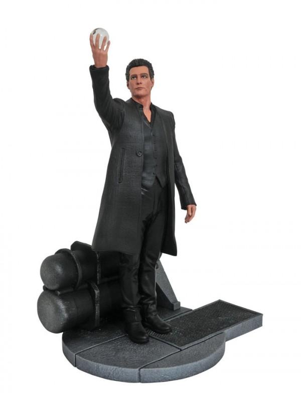 Dark-Tower-Statue-Man-in-Black