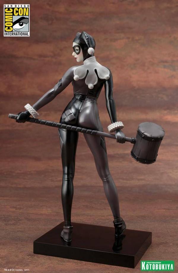 Kotobukiya: Dc Comics - SDCC Exclusive Harley Quinn - A Night in Gotham - ARTFX+ Statue.